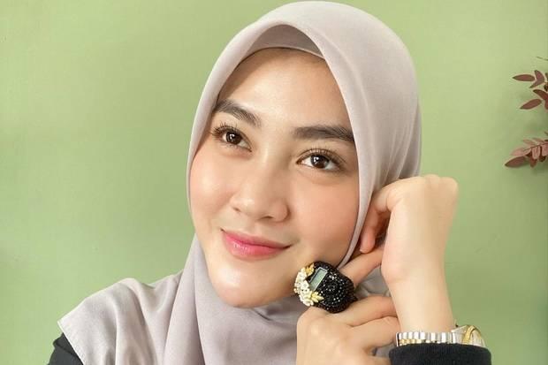 Profil Henny Rahman, Mantan Istri Zikri Daulay yang Dinikahi Alvin Faiz