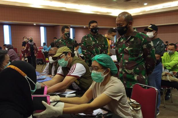 Pangdam Jaya Tinjau Vaksinasi bagi Penderita Komorbid di Kemayoran
