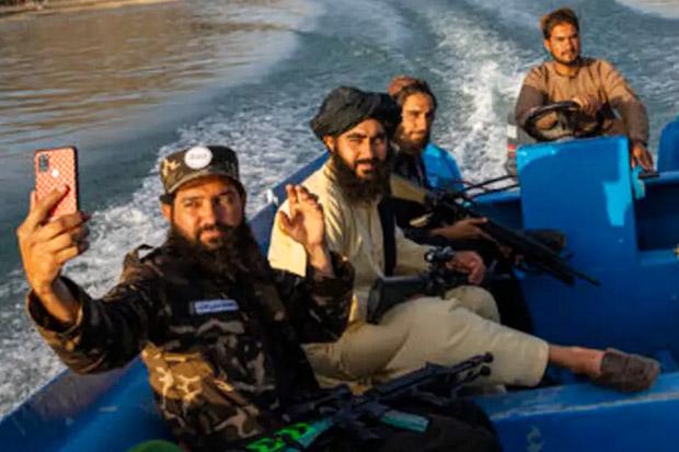 Taliban Larang Anggotanya Selfie: Merusak Status!