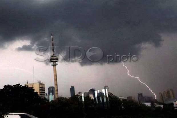Cuaca Jakarta Hari Ini: Hujan Petir Landa Jakbar, Jaksel, dan Jaktim Siang hingga Malam