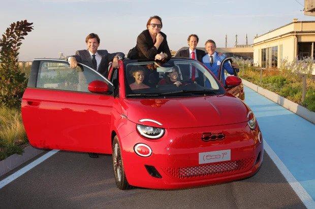 Selamatkan Dunia dari Covid-19 dan AIDS, Bono Jualan Mobil Listrik