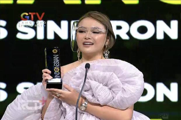 Amanda Manopo Sabet Penghargaan ITA 2021: Terima Kasih kepada Mama Saya yang Ada di Surga