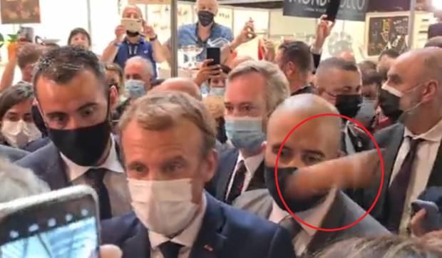 Mahasiswa Pelempar Telur pada Macron Dibawa ke Bangsal Gangguan Jiwa
