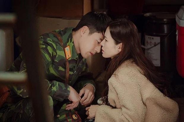 Kesal Tak Tahu Cara Adegan Ciuman, Son Ye Jin Tampar Hyun Bin