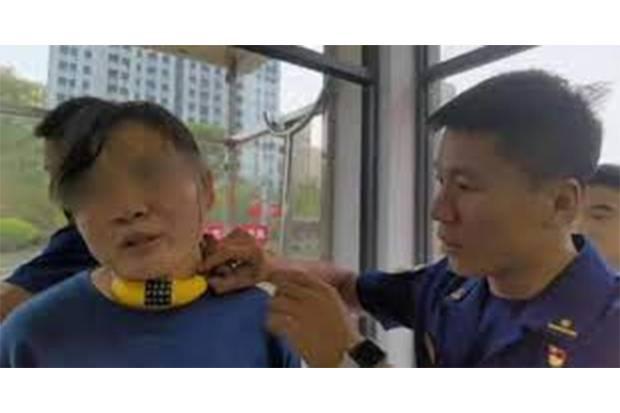 Viral! Anak Iseng Kalungkan Gembok Sepeda ke Leher Ibu, Susah Dilepas karena Lupa Kode
