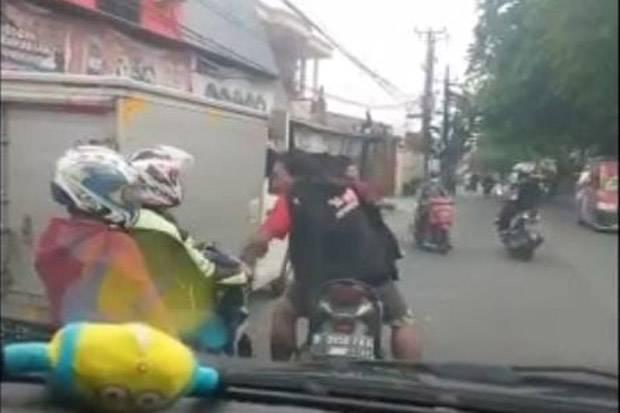 Viral, Relawan Ambulans Cikarang Dicegat dan Diludahi Pengendara Motor