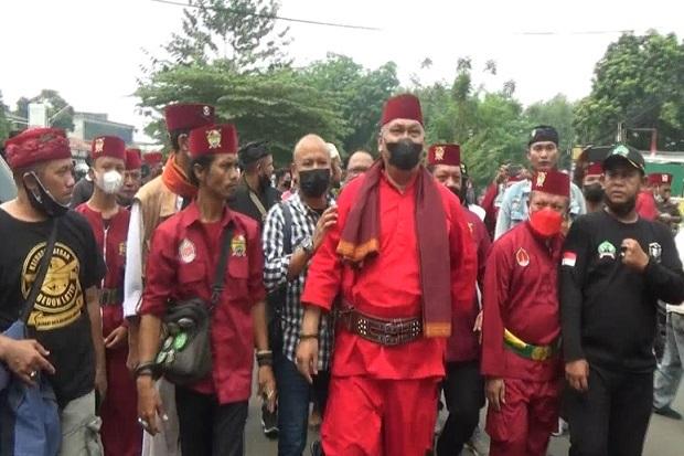 Oknum Ormas Hina Suku Betawi, Ratusan Jawara Bekasi Datangi Kantor Polisi
