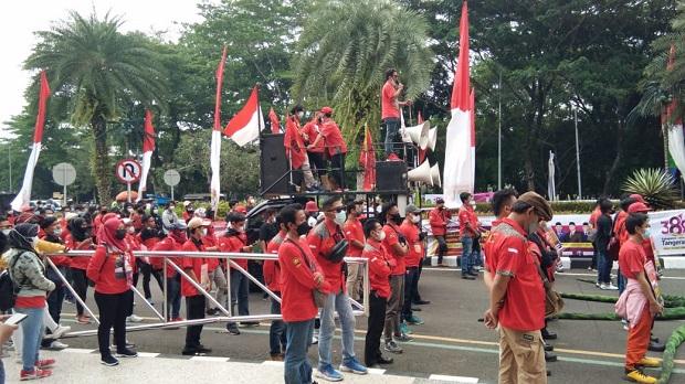 Massa Kembali Datangi Puspemkab Tangerang, Giliran Buruh Sampaikan Tuntutan