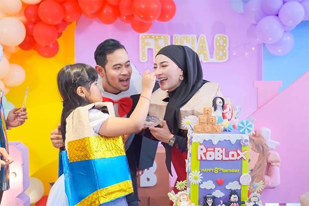 Rayakan Ulang Tahun Putri Pertama, Shandy Purnamasari Rela Jadi Pencapit Boneka
