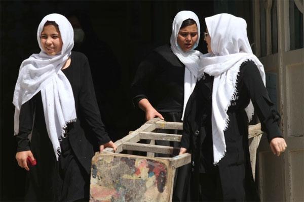 Sekolah Menengah Putri Masih Ditutup, Gadis Remaja Afghanistan Meratapi Nasib