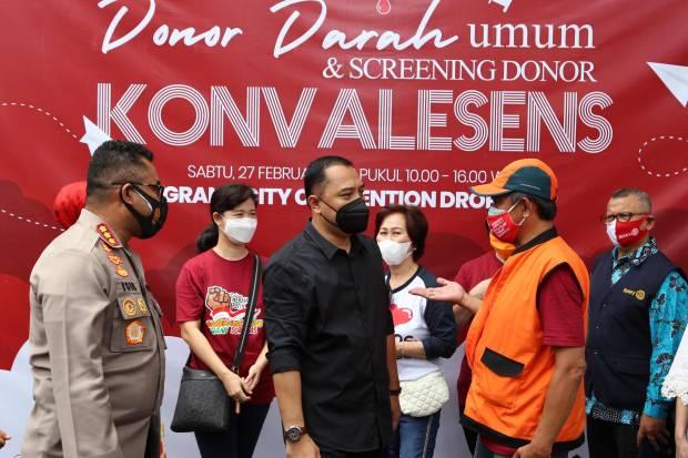 Hari Pertama Kerja, Walkot Surabaya Eri Cahyadi Tinjau Donor Darah dan Screening Donor Plasma Konvalesen