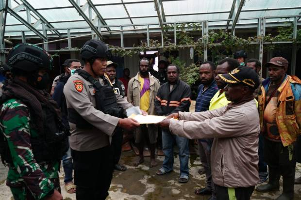 Usai Diidentifikasi, Satgas Nemangkawi Serahkan Jenazah Anggota KKB Denis Wanimbo ke Keluarga