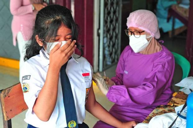 FOTO: Vaksinasi Covid-19 Untuk Pelajar SMP di Jambi