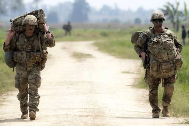 Intip Kekompakan Prajurit TNI AD dan Tentara Amerika Saat Latihan Terjun Garuda Airborne