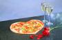 Romantis Banget, Dinner Bersama Pasangan dengan Menu Pizza Bentuk Hati