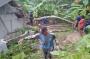 Diterjang Angin Kencang, Belasan Rumah di Pangandaran Rusak Tertimpa Pohon