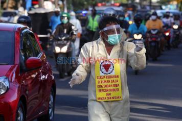 Bawa Keranda Mayat, Satgas MTC-19 Keliling Kampung Sosialisasikan Bahaya Covid-19