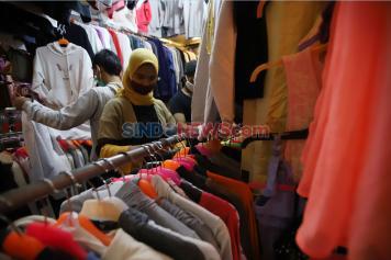 Imbas Pandemi Corona, Penjualan Baju Lebaran di Pasar Senen Menurun