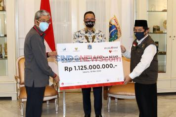 Bank DKI Serahkan Bantuan Kemanusian Penanganan Covid-19