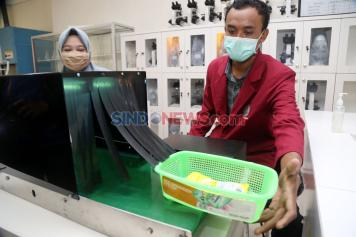 Mahasiswa UM Surabaya Desain Alat Sterilisasi Belanjaan