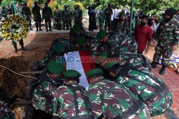 Suasana Haru Iringi Pemakaman Lettu Vira Yudha di Semarang