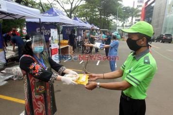 Bertajuk Together in Harmony, OMNI Peduli Gelar Bazar Murah Untuk Karyawan
