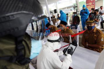 Warga Pesisir Cituis Tangerang Ikuti Rapid Test COVID-19