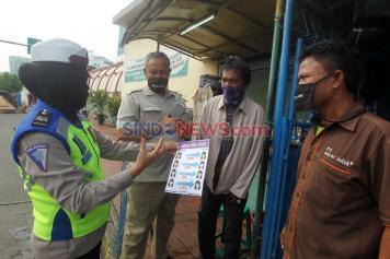 Subdit Kamsel Dit Lantas PMJ Sosialisasi Penggunaan Masker di Terminal Blok M