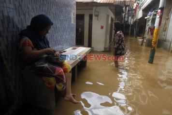 Banjir 100 Sentimeter Rendam Pemukiman Warga di Kebon Pala Jakarta Timur