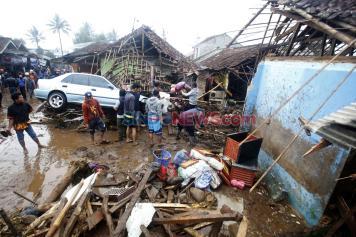Luluh Lantak, Banjir Bandang Terjang Cibuntu Sicurug Sukabumi