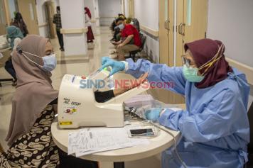 CPNS Jalani Tes Kesehatan di RSMH Palembang