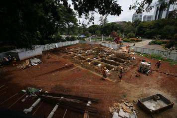 Melihat Proyek pembangunan jalur MRT Fase II di kawasan Patung Kuda