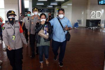 Usai Datangi Crisis Center di Bandara Soetta, Keluarga Korban Sriwijaya Air Segera Menuju ke RS Polri