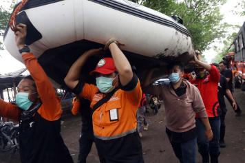 Cuaca Buruk, Tim Gabungan Hentikan Pencarian Pesawat Sriwijaya Air SJ182 dari Pantai Tanjung Kait Tangerang