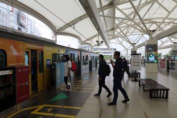 MRT Jakarta Sepi, Imbas Penerapan Pembatasan Kegiatan Masyarakat