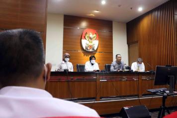 Sambangi KPK, Mensos Risma Minta Pendampingan Penyaluran Bansos Covid-19