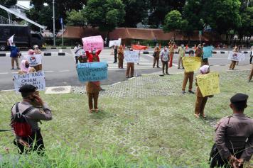 Gelar Aksi Damai, Guru Honorer Desak KPK Usut Dugaan Jual Beli Jabatan di Kabupaten Bekasi