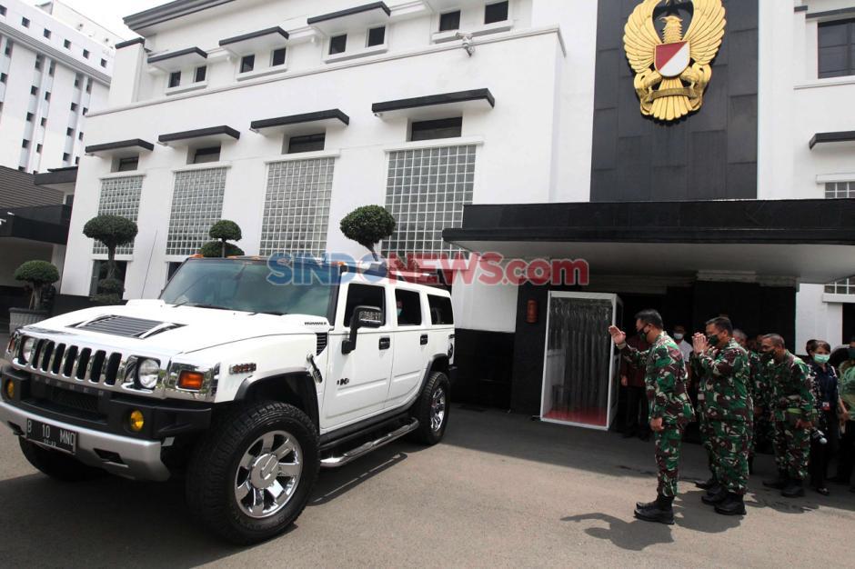 MNC Peduli Serahkan Bantuan APD ke TNI AD-6