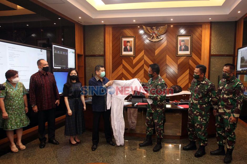 MNC Peduli Serahkan Bantuan APD ke TNI AD-0