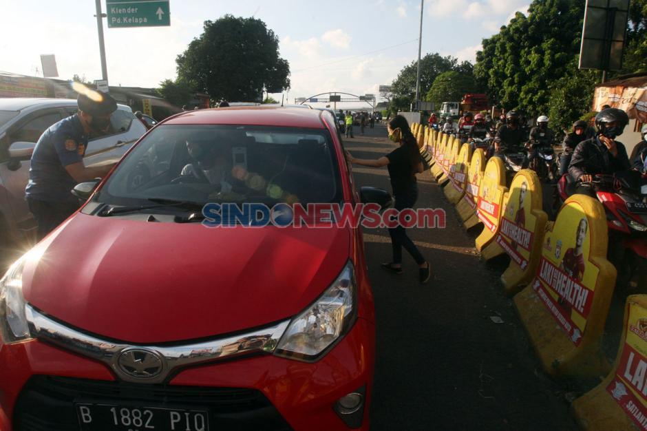 Petugas Gabungan Lakukan Pengawasan Pelaksanaan PSBB Kota Bekasi-0