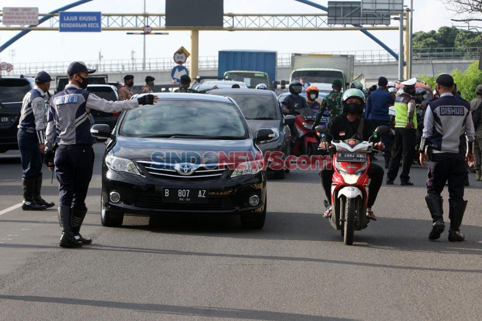 Petugas Gabungan Lakukan Pengawasan Pelaksanaan PSBB Kota Bekasi-5