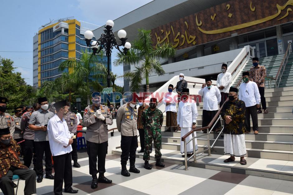 Polda Jateng Salurkan Sembako ke Takmir Masjid dan Marbot-2