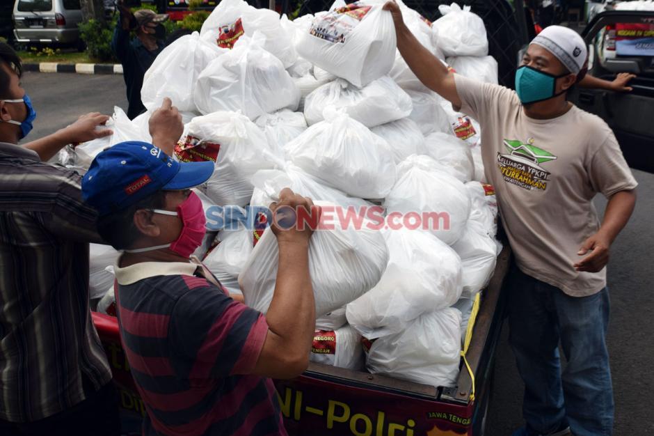 Polda Jateng Salurkan Sembako ke Takmir Masjid dan Marbot-3