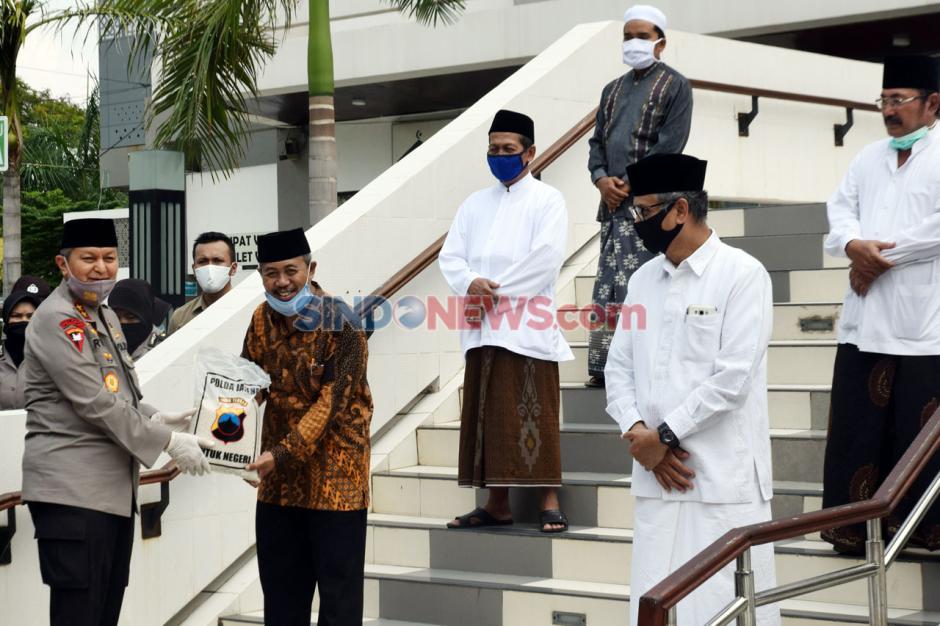 Polda Jateng Salurkan Sembako ke Takmir Masjid dan Marbot-0
