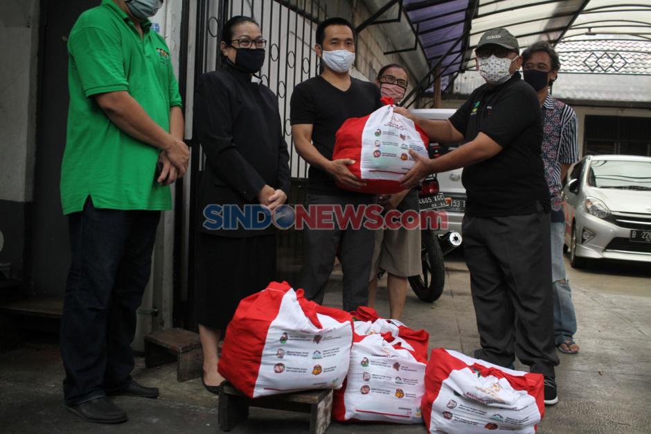 Kemensos Salurkan 362 Bantuan Sembako Presiden di Kelurahan Cipinang-2