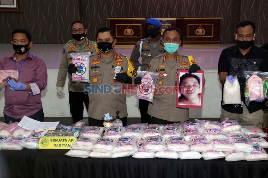 Tembak Mati Bandar, Polisi Amankan 100 Kg Sabu di Surabaya-0
