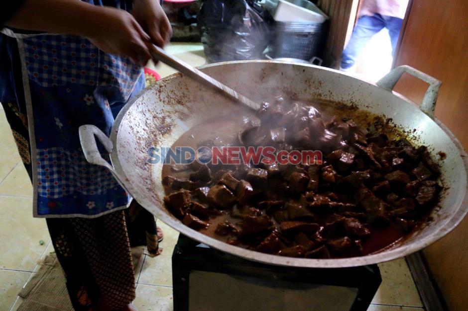 Posko Masak Satgas Bencana BUMN DKI Bagikan Makanan Kepada Warga Terdampak Covid-19-1