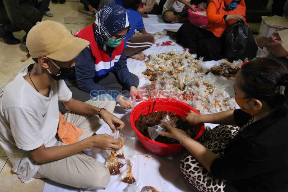 Posko Masak Satgas Bencana BUMN DKI Bagikan Makanan Kepada Warga Terdampak Covid-19-2
