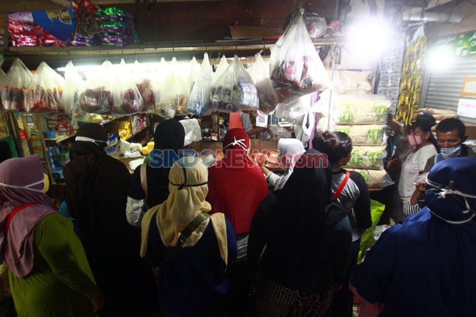 Jelang Lebaran, Pasar Pondok Labu Ramai Pembeli-0