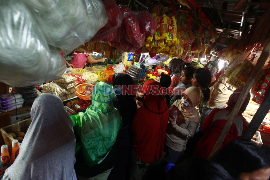 Jelang Lebaran, Pasar Pondok Labu Ramai Pembeli-1